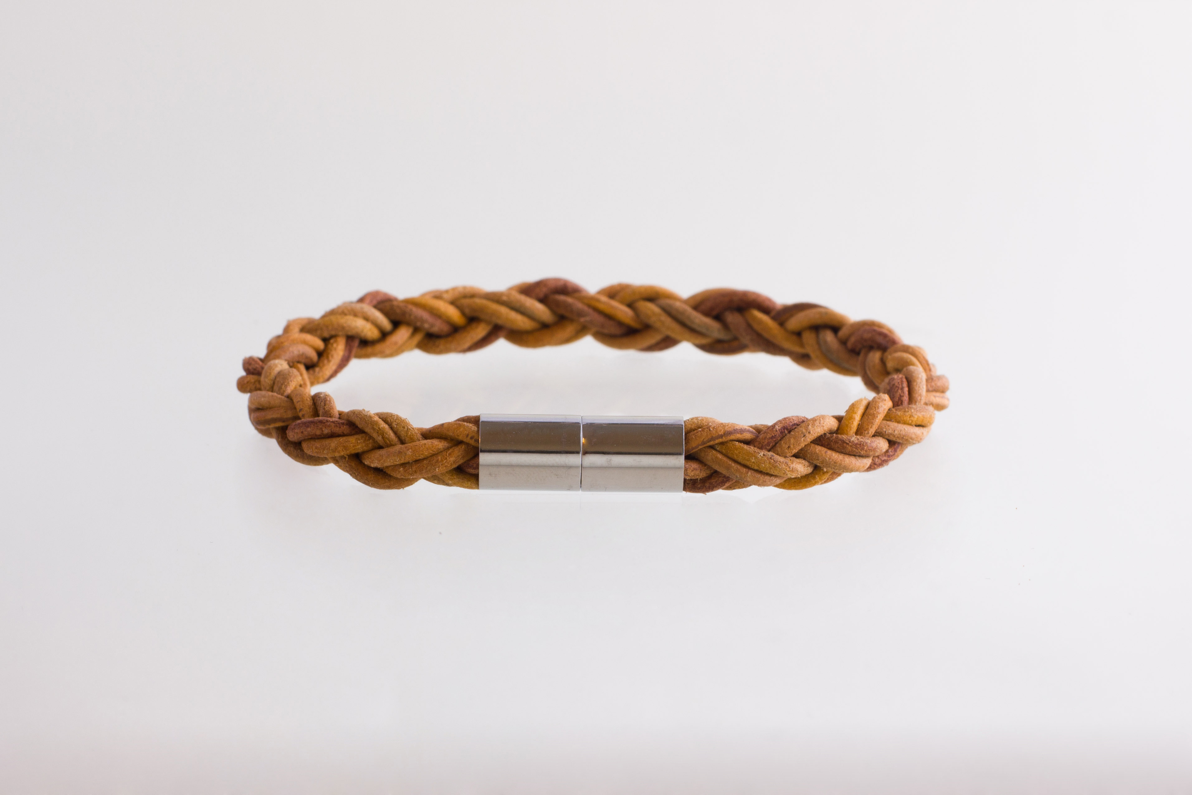 Julia Otilia-Raw braided bracelet with magnet lock-39.95